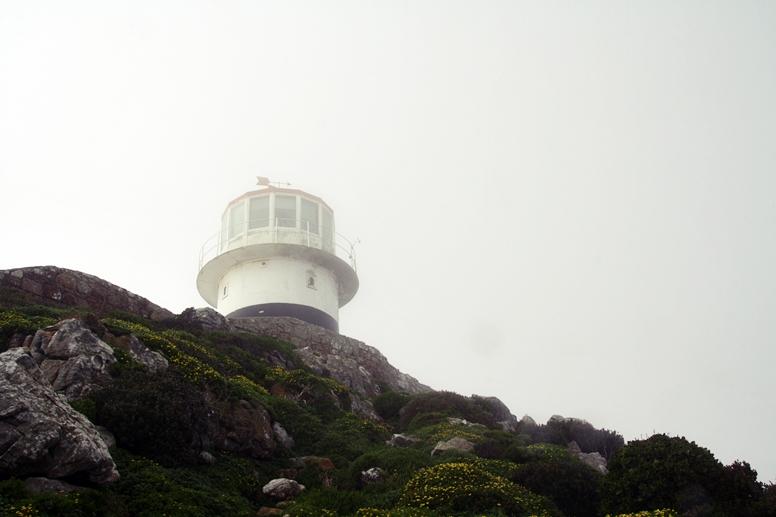 Der in Wolken gehüllte Leuchtturm am Cape Point