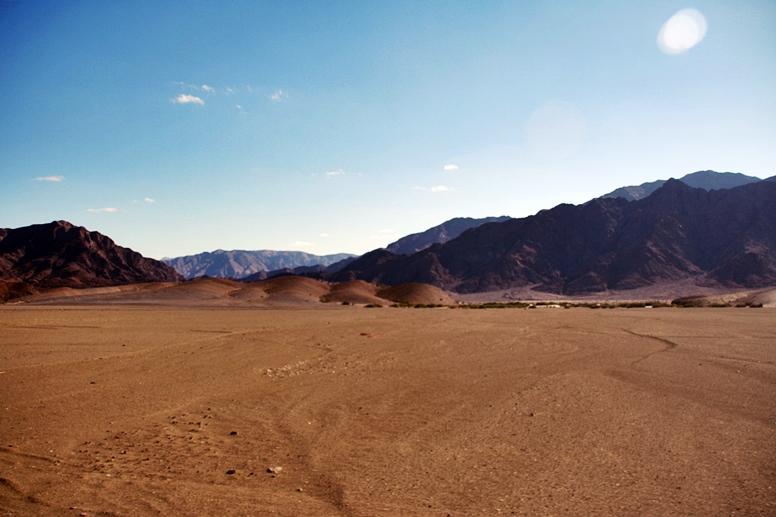 Einmalige Landschaft auf der Fahrt von Südafrika nach Namibia