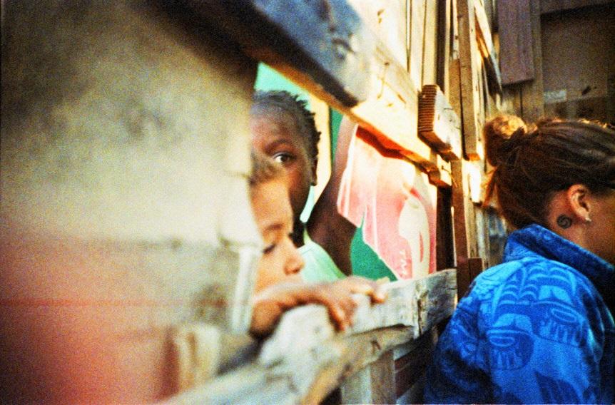 Neugierige Kinder auf einem Townshipwalk in Swakopmund