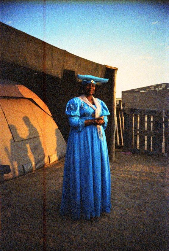 Herero Frau in einem Township in Swakopmund