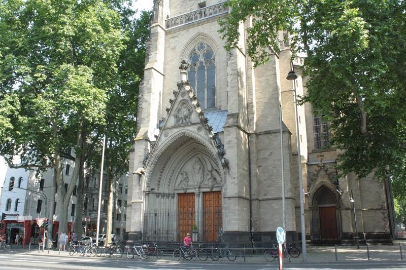 Zülpicher Platz Herz-Jesu-Kirche