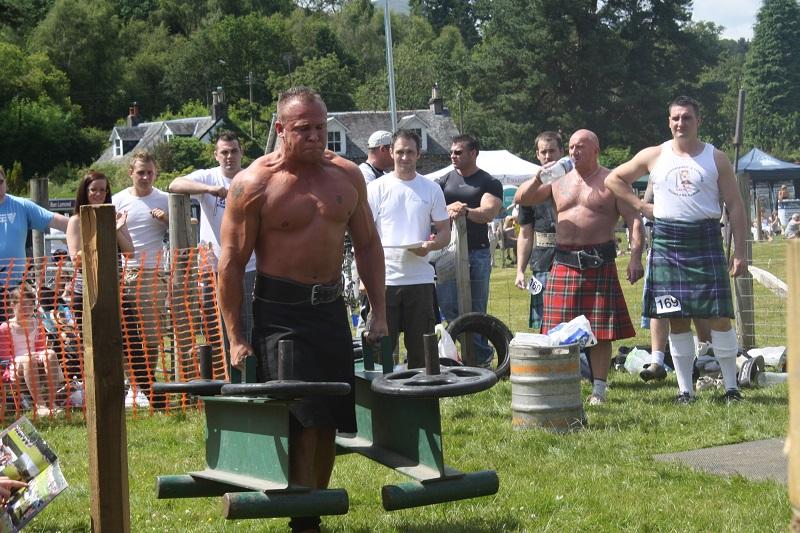 Gewichtheber auf Highlandgames in Schottland