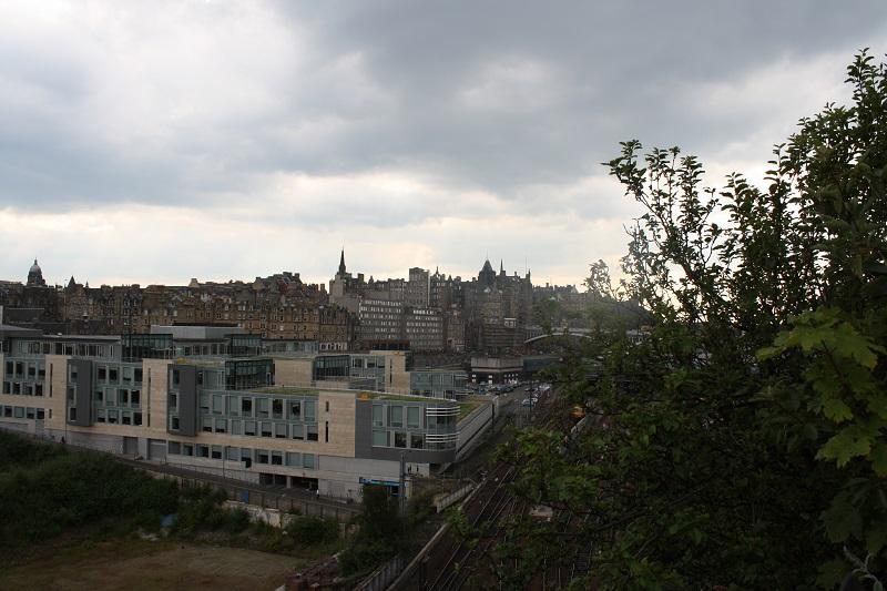 Blick über den Bahnhof von Edinburgh