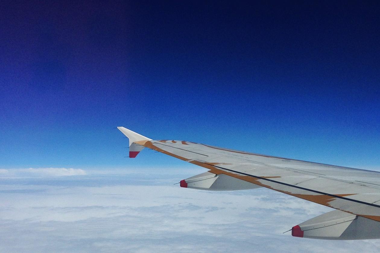 Blick aus dem Flugzeugfenster auf dem Flug nach Lissabon von Hannover