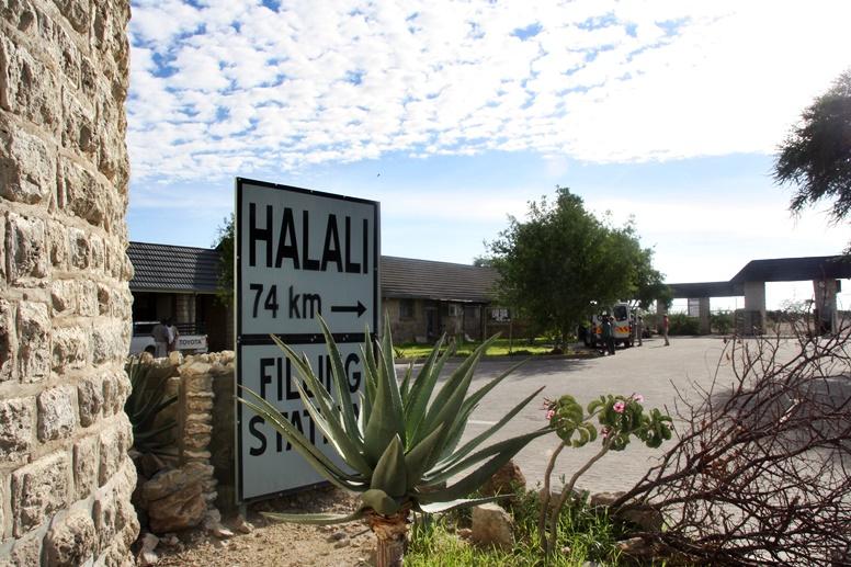 Wegweise im Halali Camp in Namibia