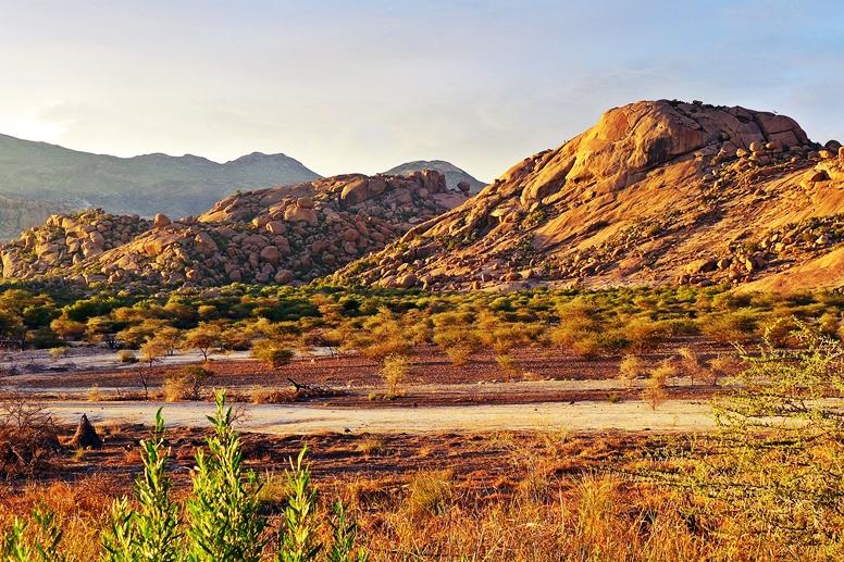 Blick von der Ameib Ranch ins Erongo Gebirge