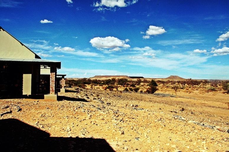 Kleine Steinhäuser der Alten Kalköfen Lodge in Namibia