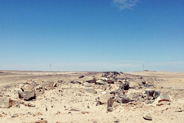 Gerölllandschaft links und rechts entlang der Straße nach Swakopmund
