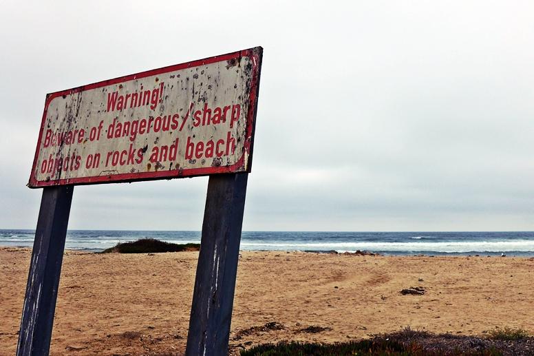 Warnschild am Strand von Swakopmund