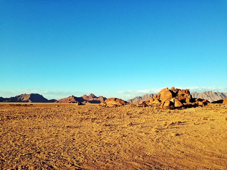 Landschaft nahe der Namib Wüste in Namibia