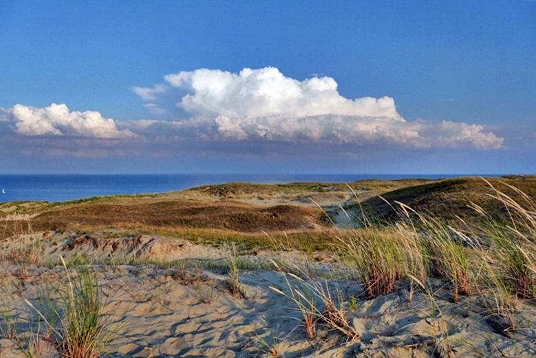 Blick auf die Ostsee mit Sanddünen eine der Sehenswürdigkeit in Litauen