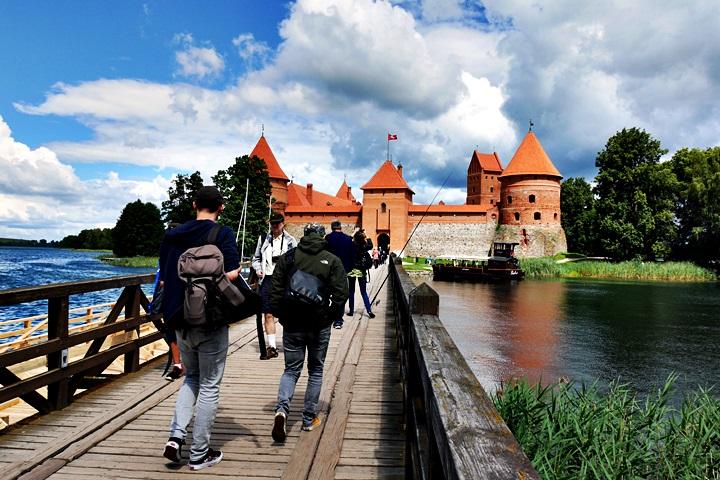 Blick auf die Wasserbrug in Trakein in Litauen