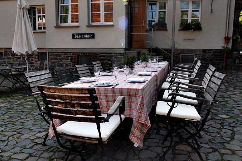 baerenmuehle-gedeckte-tafel-am-hugenotten-und-waldenserpfad