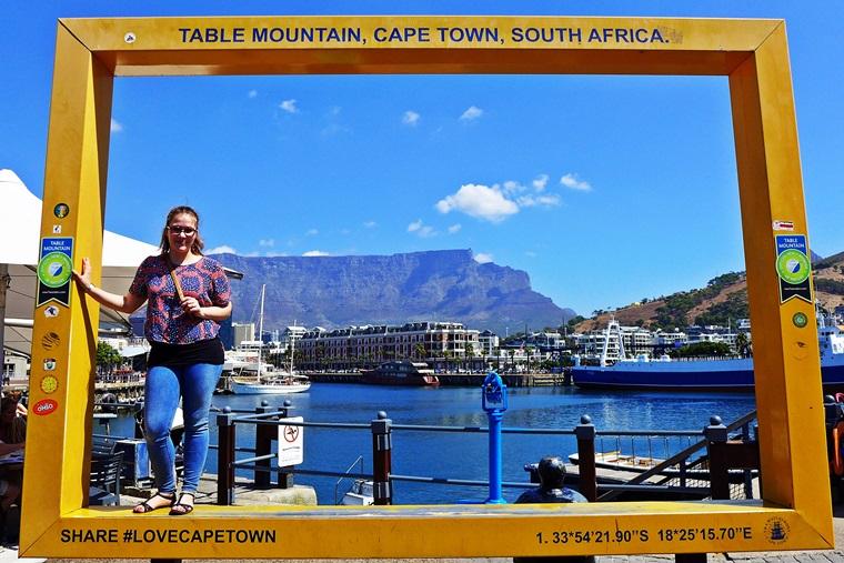 Lieschenradieschen Reist vor dem Tafelberg in Kapstadt