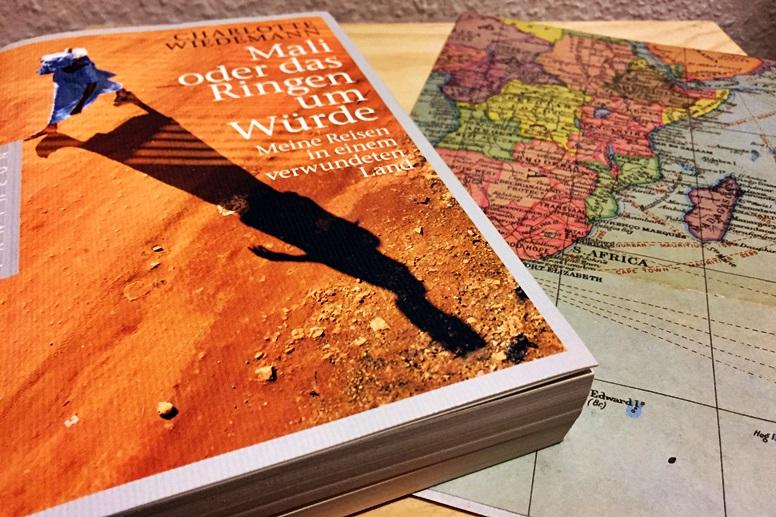 Buchcover von Mali oder das Ringen um Würde mit Afrikakarte im Hintergrund