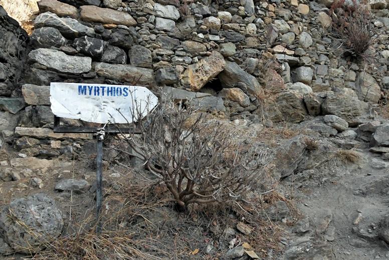 Wandern auf Kreta: Wegweiser nach Mirthios auf der Mühlenwanderung