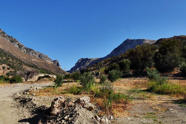 Wandern auf Kreta: Blick von der zweiten Mühle auf die Bucht von Plakias