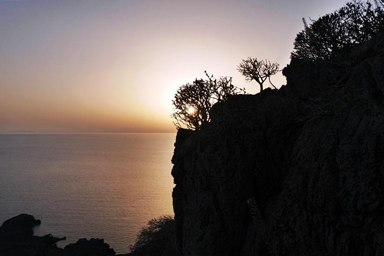 Wandern auf Kreta: Blick vom Hausberg Plakias in den Sonnenuntergang