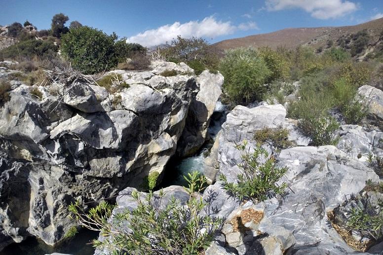 Wandern auf Kreta: Der erste Wasserfall in Richtung Preveli Strand