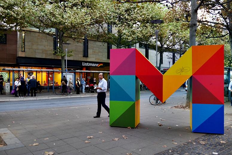 Großes, buntes M in der Mainzer Innenstadt