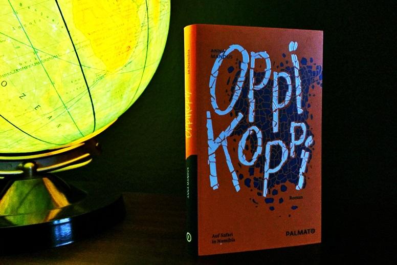 Foto des Buchcovers von Oppikoppi neben einem alten Globus
