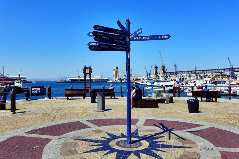 Wegweise in Kapstadt an der Waterfront
