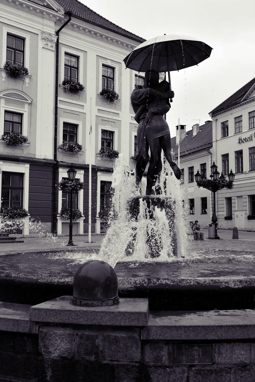 Brunnen der Liebenden in Tartu Estland