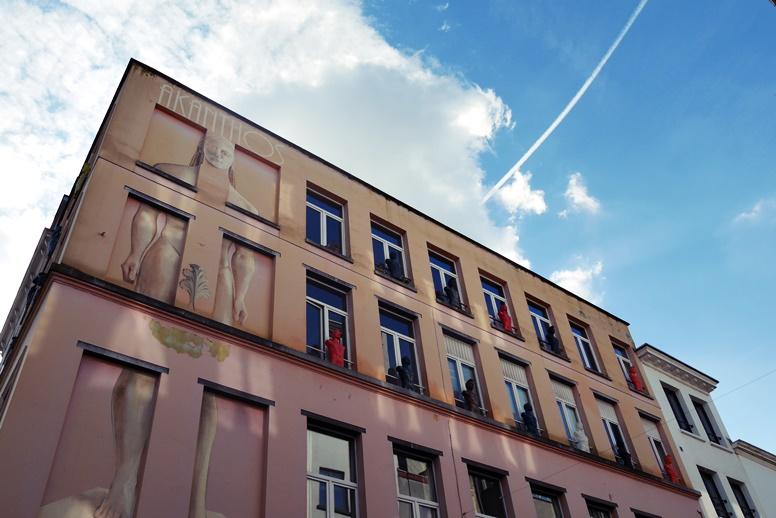 Straße mit Antiquitäten in Antwerpen