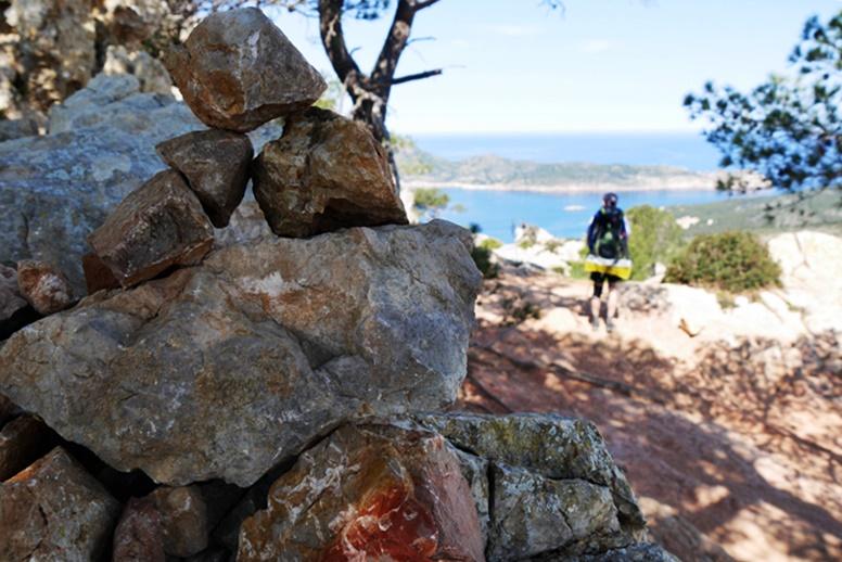 Steinmännchen zur Wegmarkierung auf dem GR221 auf Mallorca