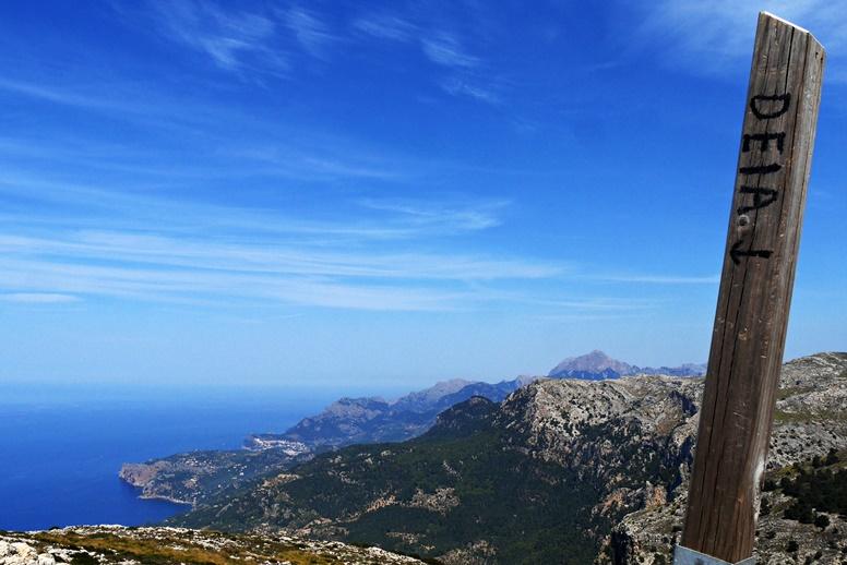 Wegweiser auf dem GR221 auf Mallorca