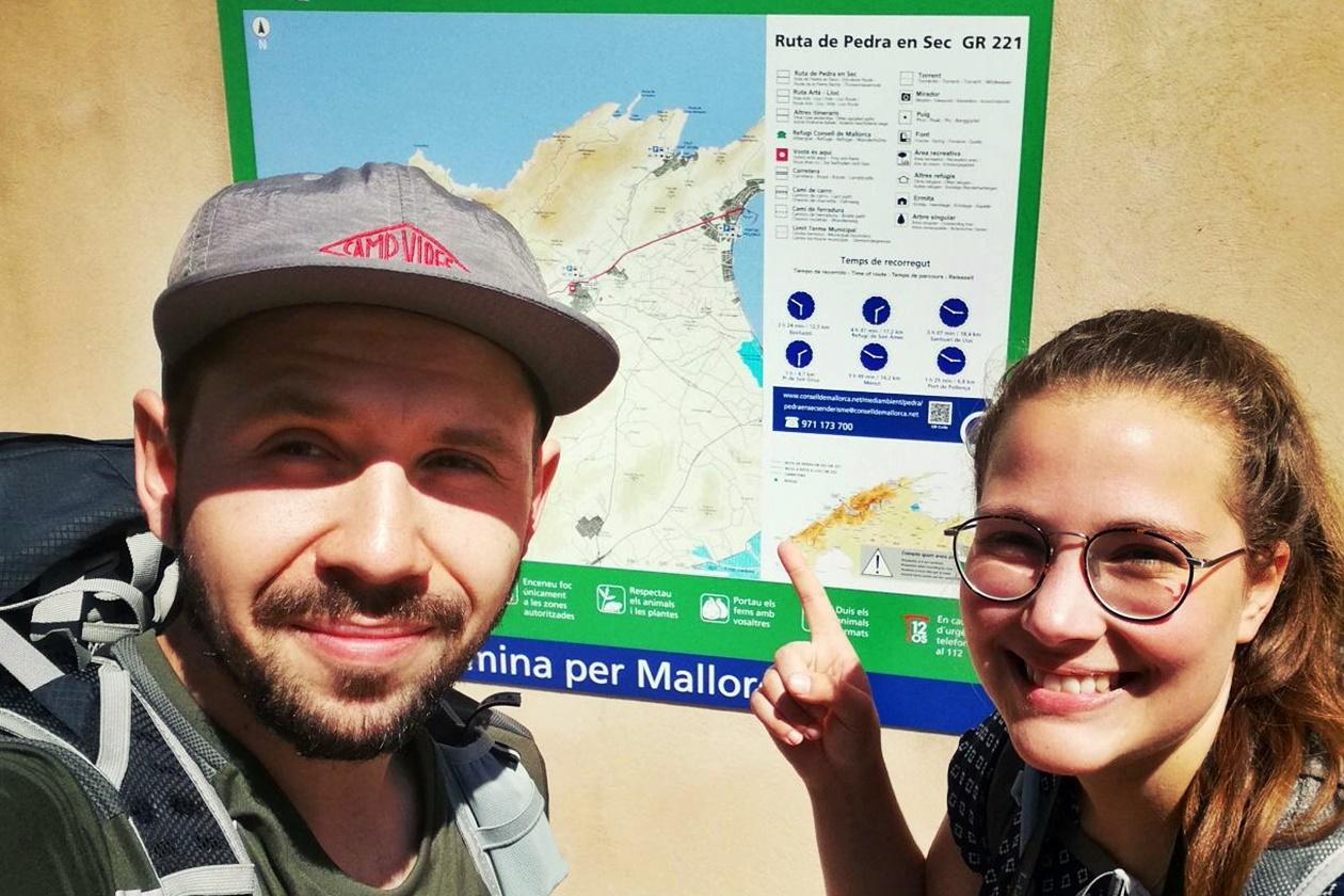 Michele und Lynn am Ziel des GR221 auf Mallorca