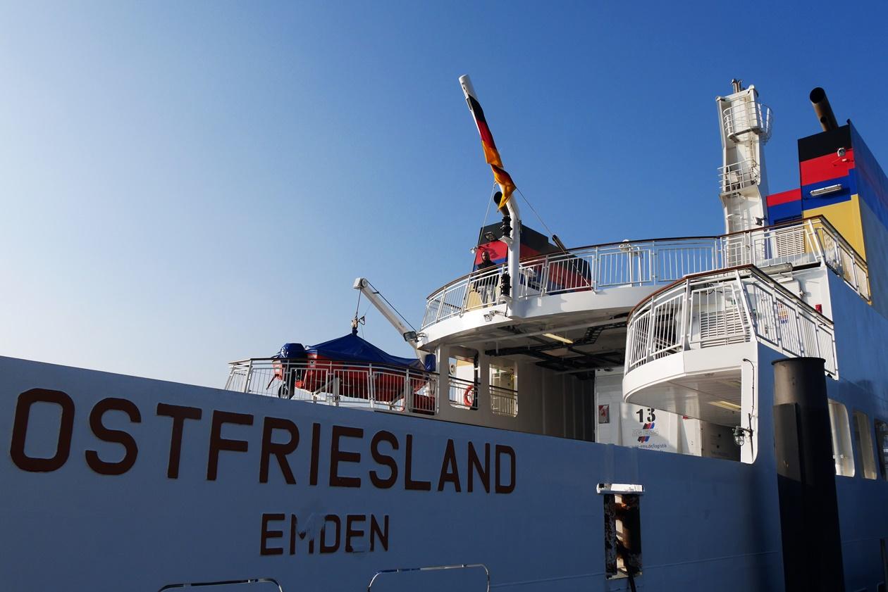 Fähre von Emden nach Borkum beim Urlaub mit Oma