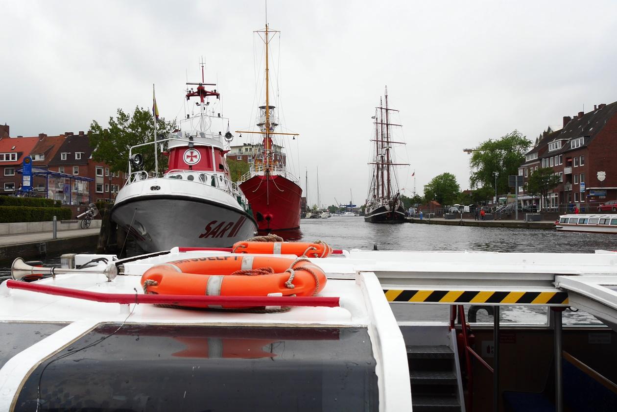 Hafen von Emden beim Urlaub mit Oma