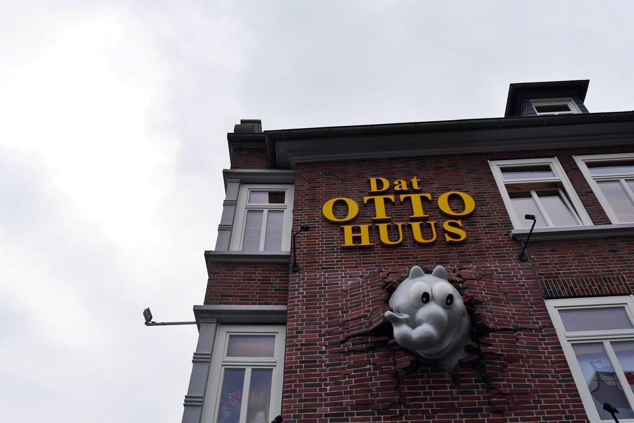 Otto Huus in Emden beim Urlaub mit Oma