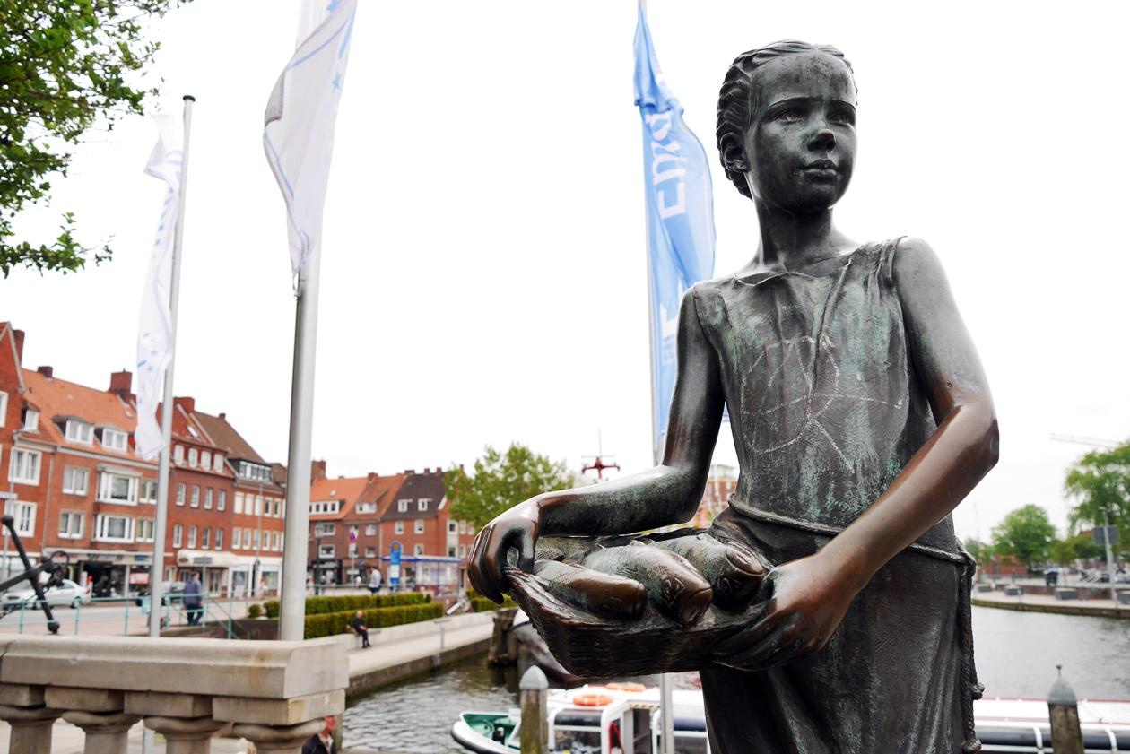 Statur in Emden entdeckt beim Urlaub mit Oma