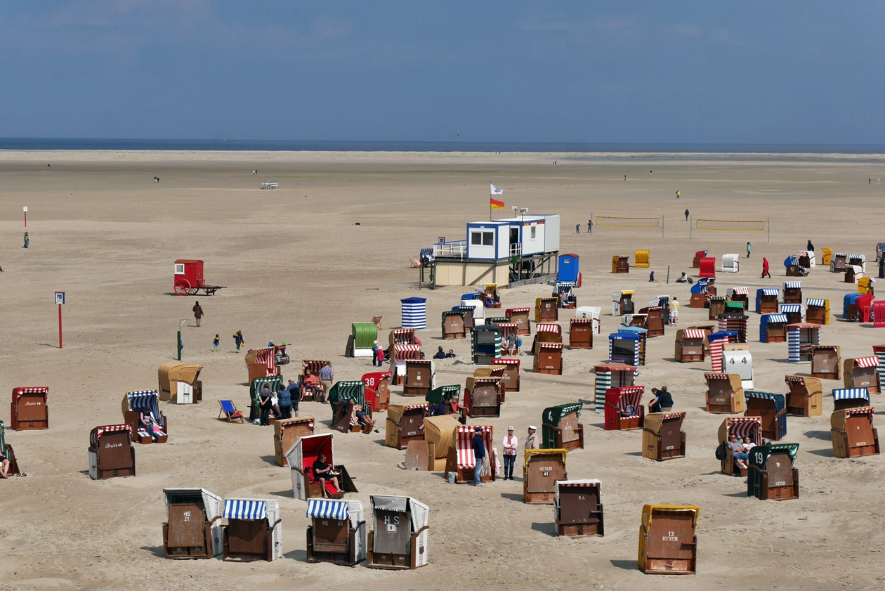 Strandkörbe von Borkum beim Urlaub mit Oma