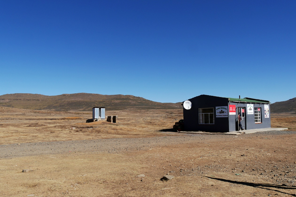 Das weite Plateau Lesothos, aufgenommen bei einem Tagestrip von Südafrika aus