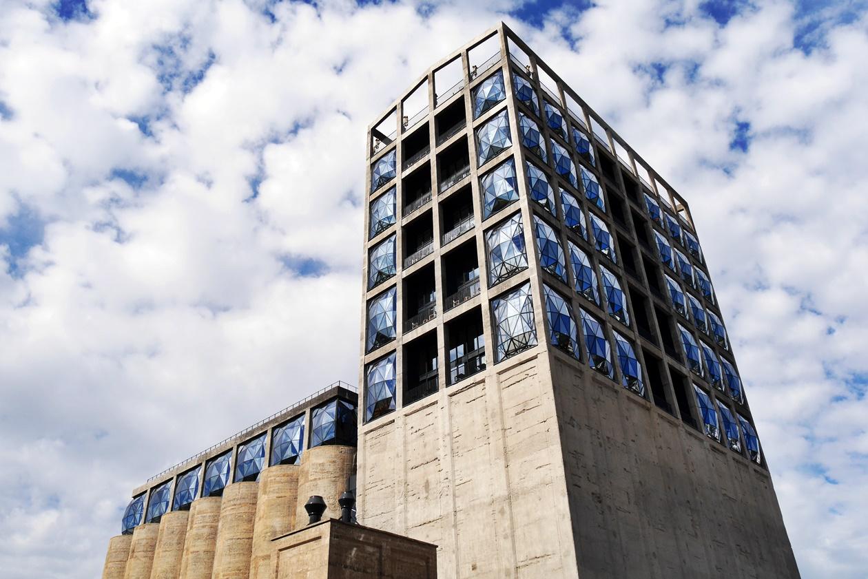Außenansicht des neuen Zeitz MOCAA Museums in Kapstadt