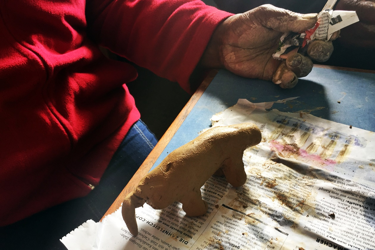 Hund, hergestellt aus Lehm in meiner dritten Praktikumswoche in Kapstadt