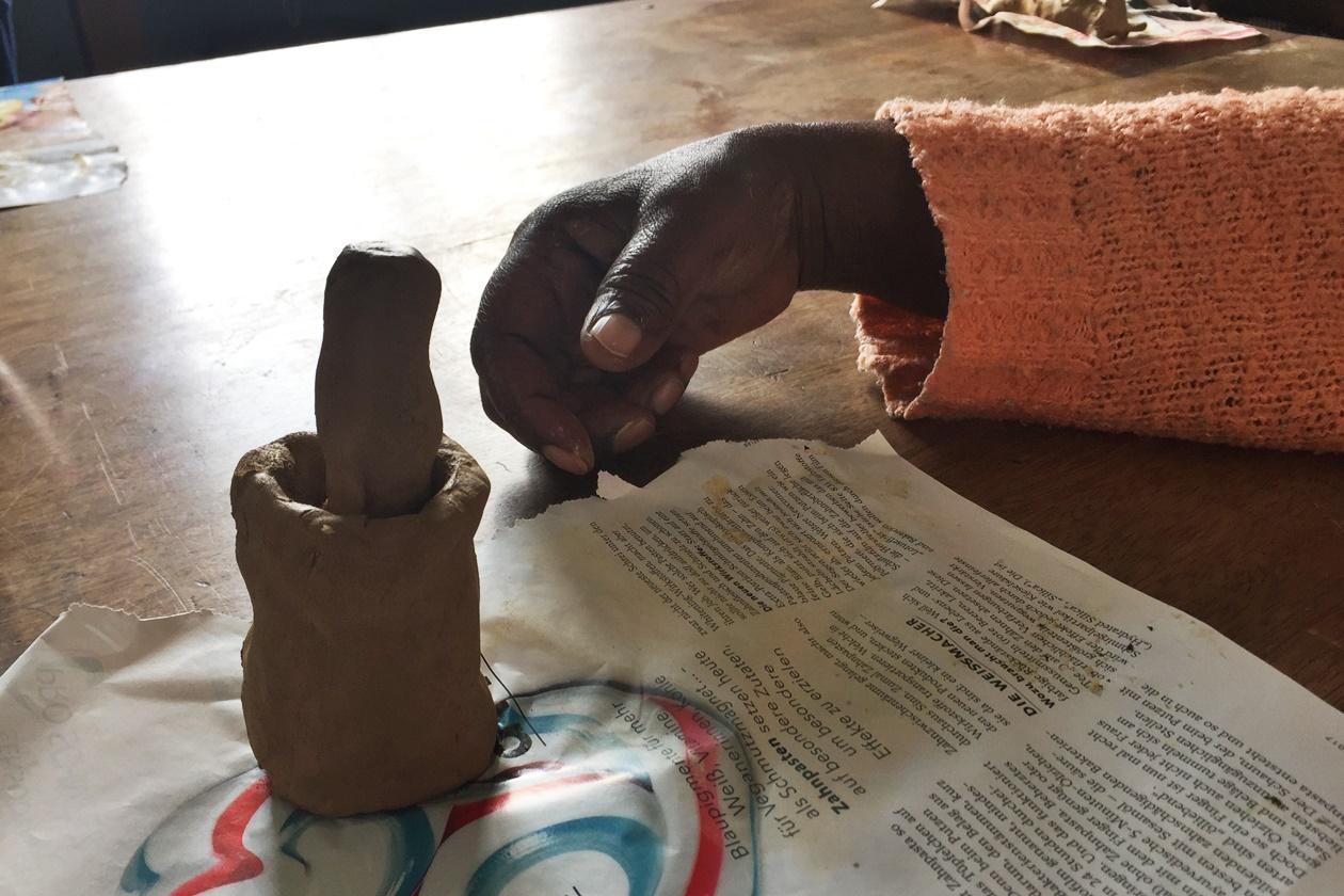 Mörser um Mehl zu machen, hergestellt aus Lehm in meiner dritten Praktikumswoche in Kapstadt
