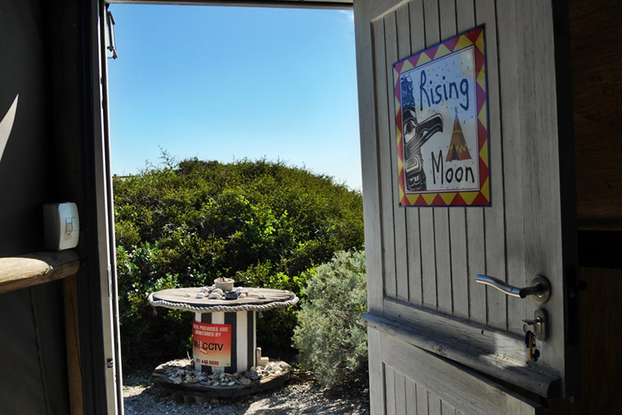 Ausblick vom Wigwam Zelt im Farr Out Guesthouse in Paternoster auf unserem Wochenendausflug von Kapstadt