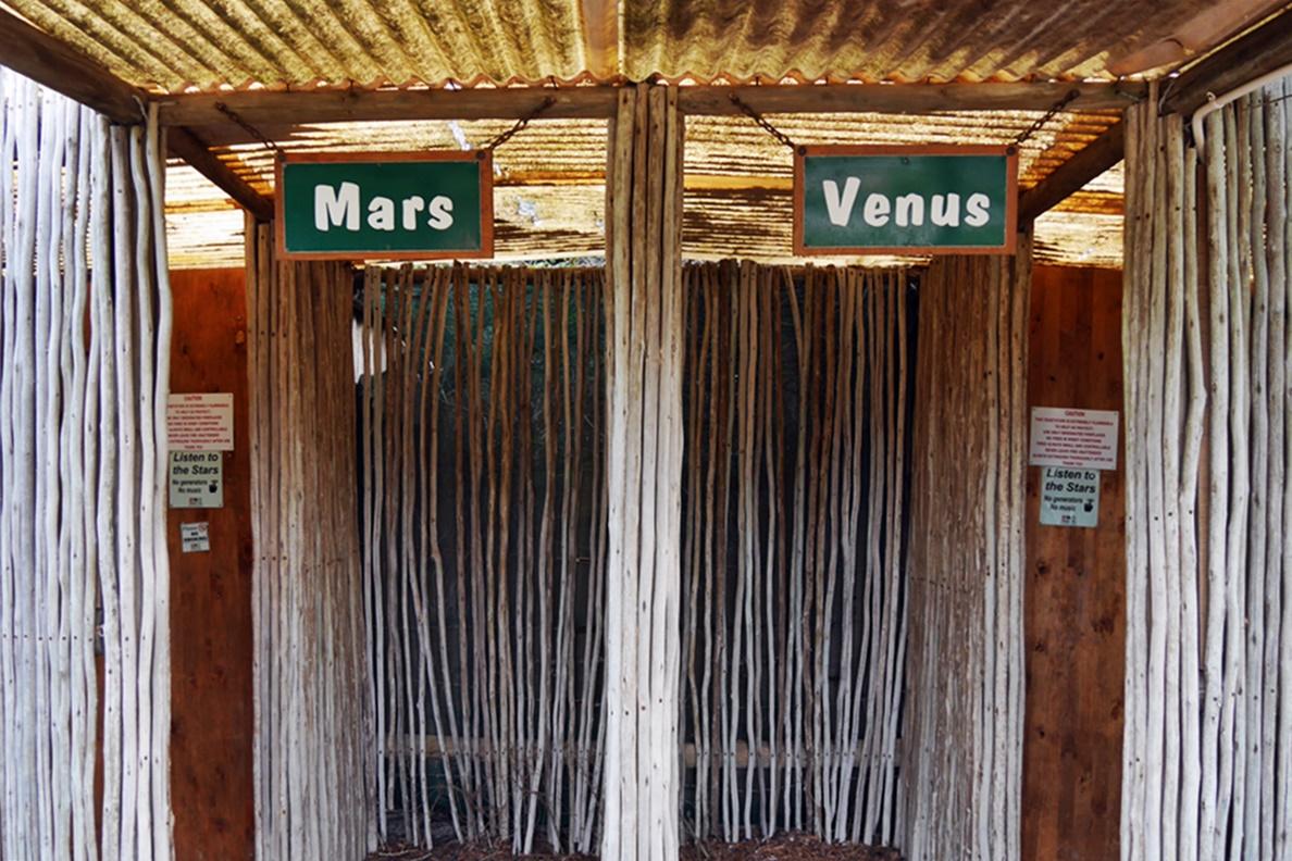 Toiletten im Bush Camp von !Khwa ttu auf unserem Wochenendausflug von Kapstadt