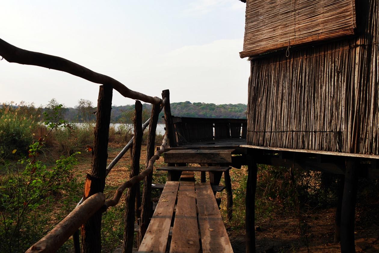 Brücke zu unserem Chalet auf Bovu Island