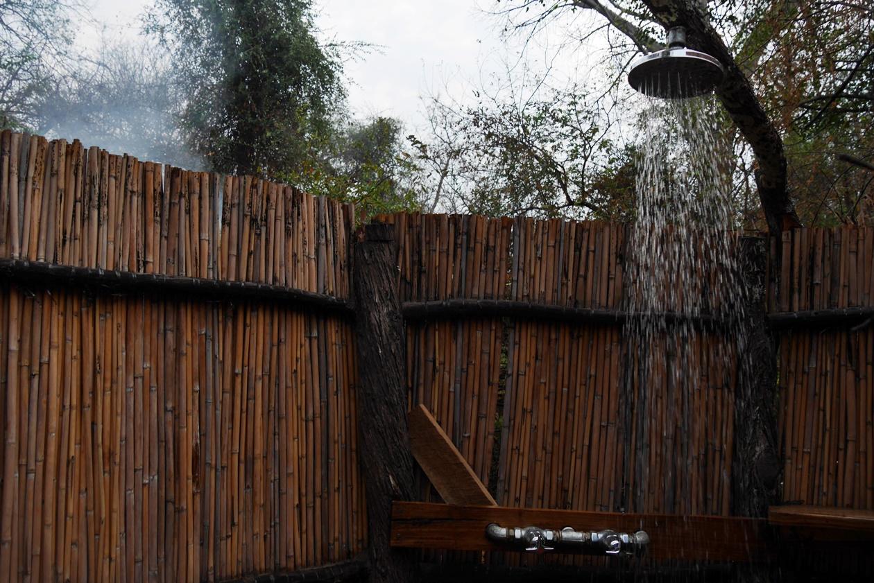 Dusche auf Bovu Island