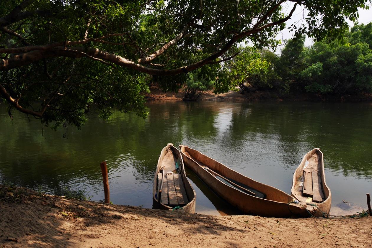 Mokoros auf dem Sambesi bei Bovu Island
