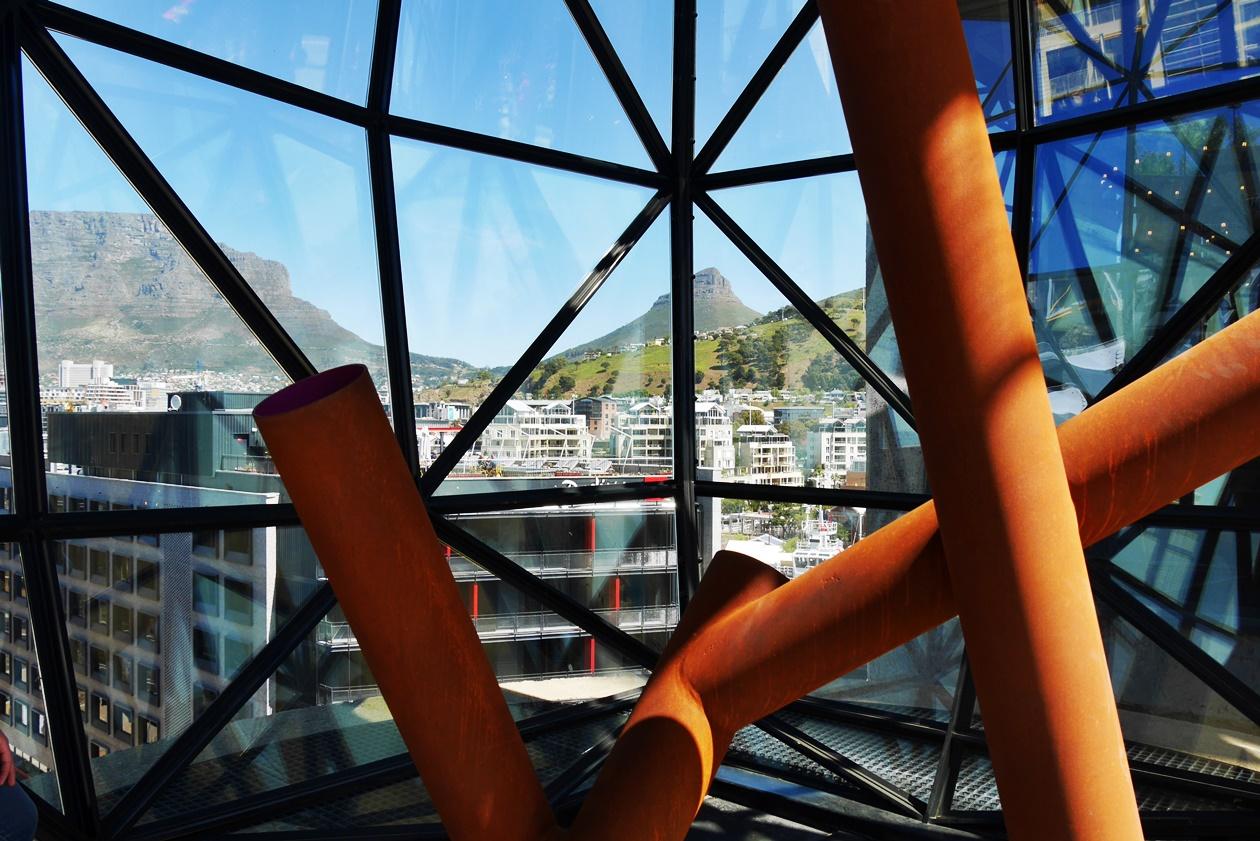 Vom Dach des Zeitz MOCAA Museums in Kapstadt hat man eine gute Aussicht auf die City Bowl