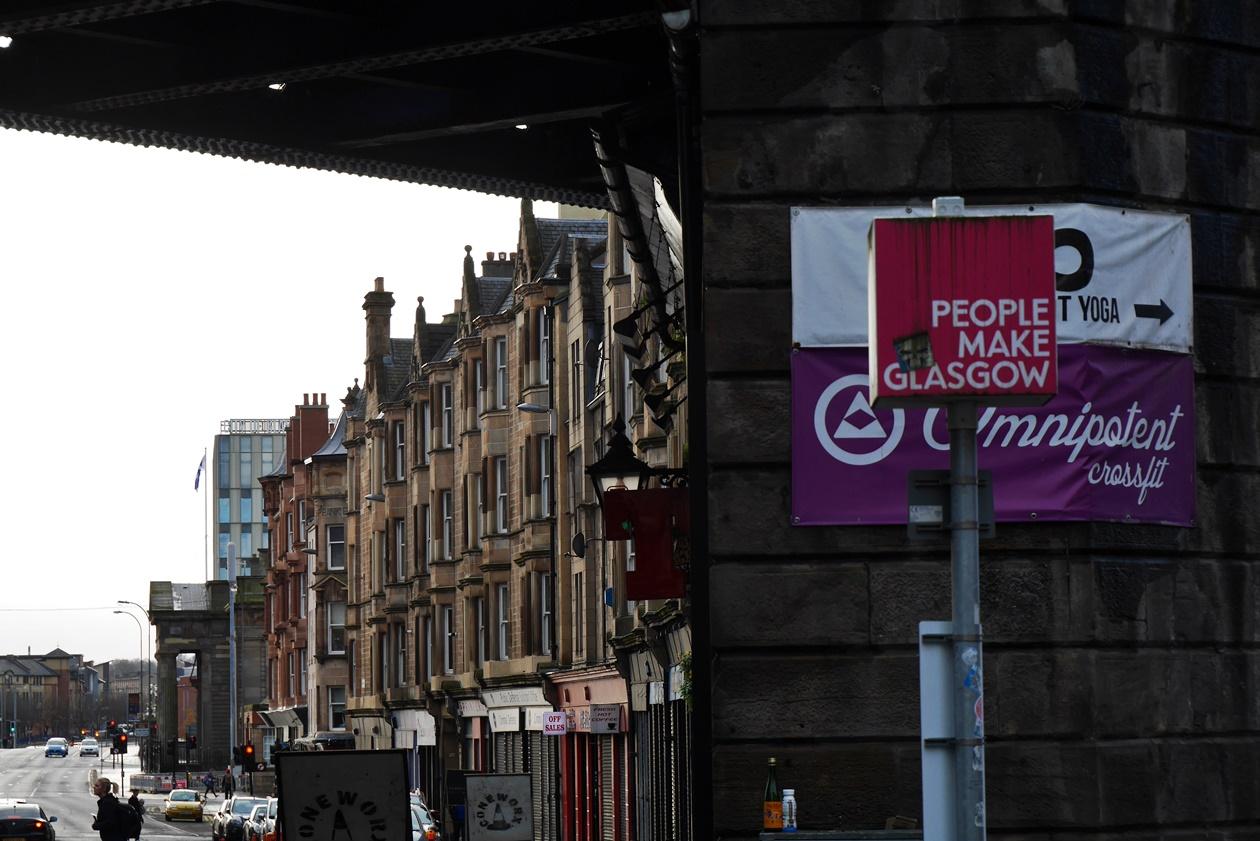 People make Glasgow Schild entdeckt auf einer Tour 24 Stunden in Glasgow