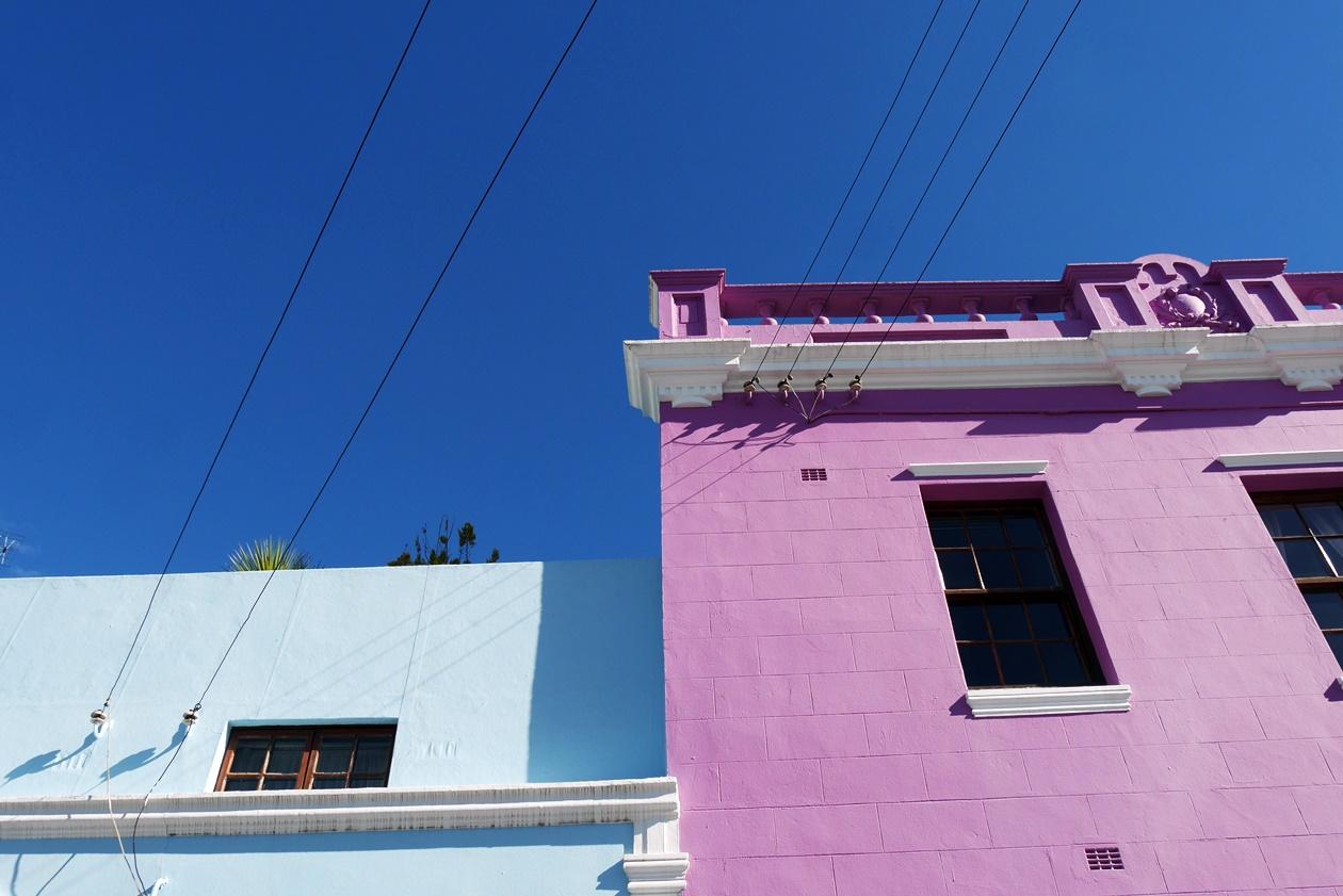 An einem Wochenende in Kapstadt lassen sich ganz wunderbar die bunten Häuser des Bo-Kaaps erkunden