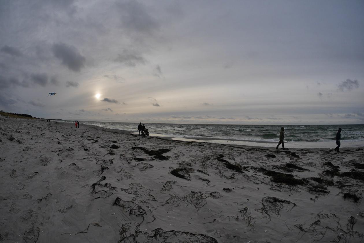 Strandspaziergang auf Hiddensee im Winter