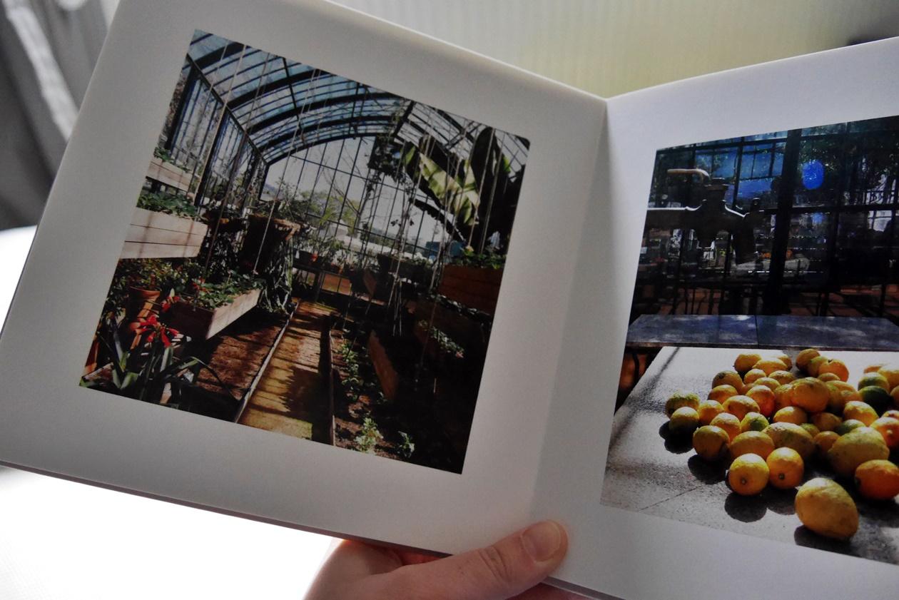 Ein Fotoalbum hilft dabei, Reise Erinnerungen fest zu halten